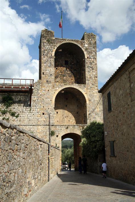 monteriggioni italy tuscany castle    visit