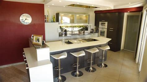 ilot cuisine avec table cuisine ouverte avec ilot table maison design bahbe com
