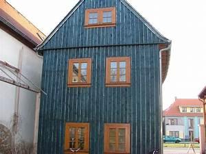 Fassade Mit Holz Verkleiden : fassade farbiges holz ~ Lizthompson.info Haus und Dekorationen