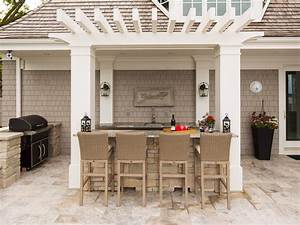 Cottage style setup a bar is a common feature of outdoor for Outdoor kitchen and bar designs