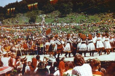 Tara Oasului / Osenii / Romanian peasant costumes and music from Northern Transylvania - YouTube