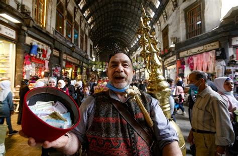 penjual jus suriah bersiap menghadapi ramadhan  krisis menggigit