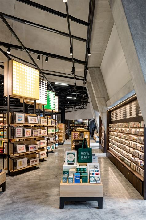 glamshops visual merchandising shop reviews tate store museum retail by uxus