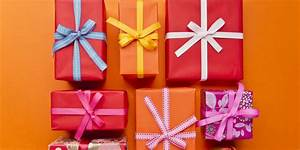 Christmas Wrapping Hacks: How To Wrap A Present In 12 ...