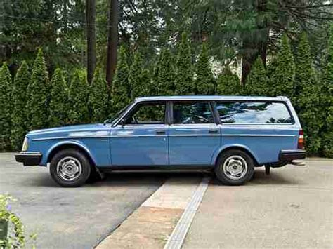 purchase   volvo dl station wagon  owner