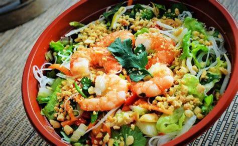 de cuisine thailandaise salade nouilles et crevettes pimentées photo de miam