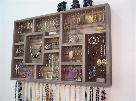 Wall Pretty Mounted Jewelry Hanger Jewelry Display Vintage Emerald Indian Urban Near Me Bridesmaid Grillz Displays Set Birthstone Stores That Size Rings