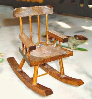 Sedie A Dondolo Antiche La Piccola Casa Antica In Miniatura La Vecchia Sedia A