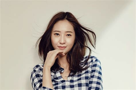 F(x)'s Krystal Pens Thankful Letter To Meus On 7th Debut