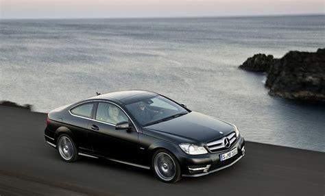 La clase c coupé se muestra siempre en plena forma, tanto en el exterior como. 2013 Mercedes-Benz C-Class Coupe Front 7-8 Right Cruising High Angle - egmCarTech