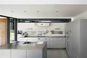 Moderne Vierkante Woning Met Houten Gevelbekleding Foto
