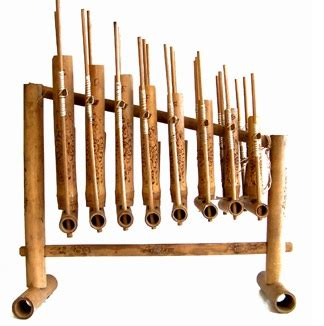 Terdapat perbedaan antara bansi dari sumatera barat dengan bansi yang berasal dari aceh yang terletak pada ukuranya yang lebih kecil. Sejarah Alat Musik Angklung Jawa Barat - Sejarah Lengkap