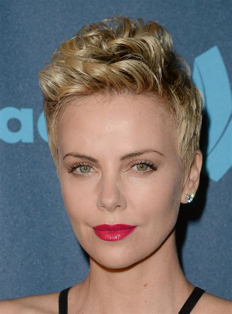 stylenoted from our archives charlize theron shows how to style a pixie cut