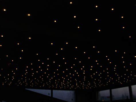 plafond étoilé chambre plafond chambre etoile salle de cin ma dans un sous sol