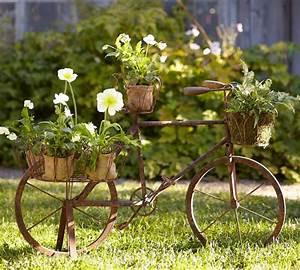 Baumstamm Dekorieren Garten : vintage deko l sst den garten charmanter und weiblicher erscheinen ~ Markanthonyermac.com Haus und Dekorationen
