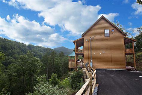 Smoky Mountain Getaway Cabin by Smoky Mountain Getaway 3 Bedroom Cabin From Hearthside
