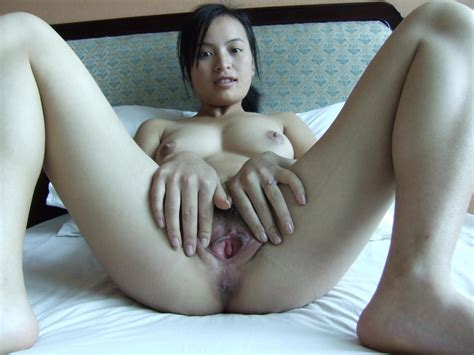 Filipina chick spreads her pussy wide open - Kinkshed Photos