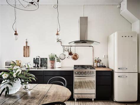 Mēbeļu veikali piedāvā ne vien iebūvējamās virtuves, bet ...