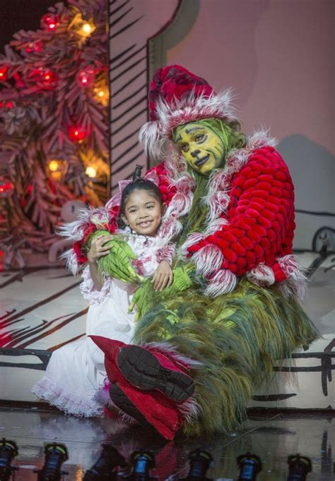 review  grinch enlives globe classic  san diego