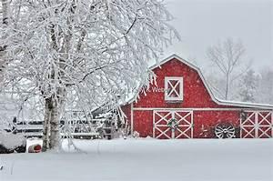Red Barn Christmas Wreath Through Kelly's Eyes