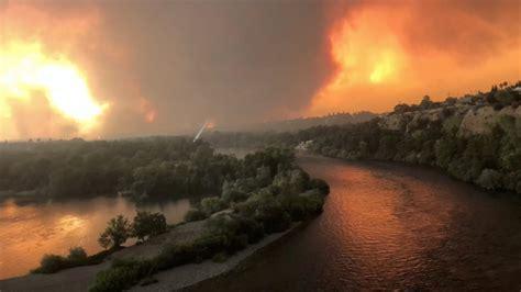 Kalifornijas meža ugunsgrēkā viens bojāgājušais / Raksts