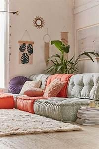 coussins de sol pour tous les styles et pieces de la maison With tapis yoga avec canapé relax monsieur meuble