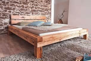 rustikales schlafzimmer massivholz bett 160x200 balkenbett rustikal doppelbett wildeiche geölt