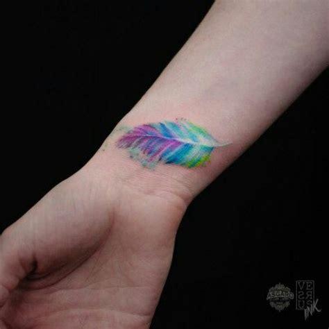 idees sublimes de tatouage plume
