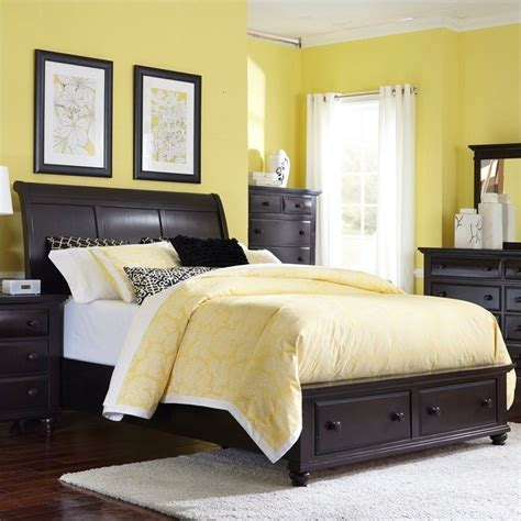 broyhill sleigh bed broyhill farnsworth sleigh bed w storage footboard in
