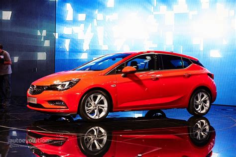 GM CEO Mary Bara Shows Opel Astra Sports Tourer in ...