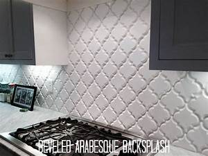 Create thrilling ambience in your kitchen with beveled for Beveled arabesque tile backsplash