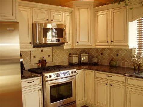 how to do a kitchen backsplash 9 best images about giallo ornamental on white cabinets on 8635