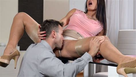 Sex Hungry Brunette Secretary Gets Her Pussy Licked On The