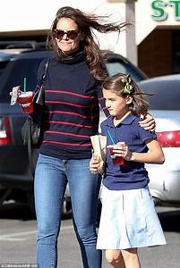Katie Holmes takes her daughter Suri for lemonade after ...