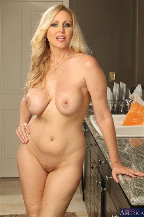 Hot Milf Julia Ann Gets Banged Hard In The Kitchen Pichunter