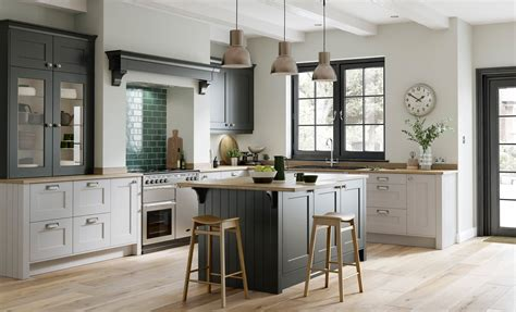 grey and kitchen designs smooth painted shaker doors florence graphite light grey 6953