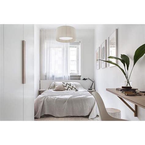 schlafzimmer ideen reihenhaus mini schlafzimmer mit bett vor fenster small living