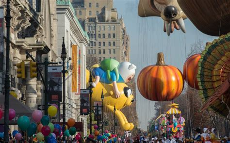 macys thanksgiving day parade   years  oversized