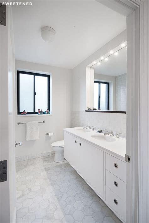 White Modern Bathroom by Best 25 Modern White Bathroom Ideas On