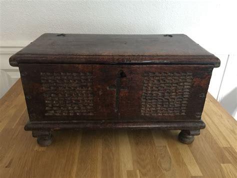 coffre bois interieur ancien d occasion