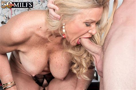 Milf Babe Lauren Taylor Takes On A Stiff Meat Pole 1 Of 2