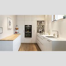 Küche Weiss, Mineralwerkstoff, Eiche Firmenküche