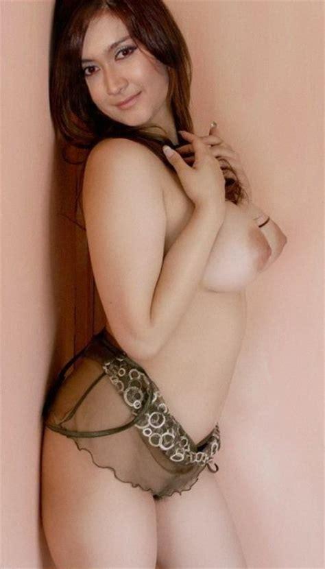 Foto Model Cewek Cantik Montok Seksi Telanjang Buka Baju