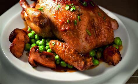 cuisine pigeon cocotte recette de pigeon rôti aux cèpes de robuchon par