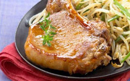 cuisiner des cotes de porc recette c 244 tes de porc laqu 233 es au miel 750g