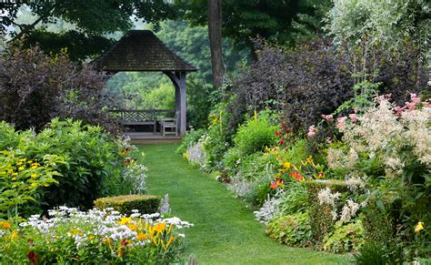 new gardens a garden where old england meets new england new hshire home may june 2017