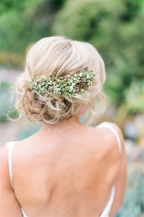 12 Fabulous Wedding Hair Accessories And Bridal Updos