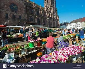 Markt De Freiburg Breisgau : freiburg cathedral market stockfotos freiburg cathedral market bilder alamy ~ Orissabook.com Haus und Dekorationen