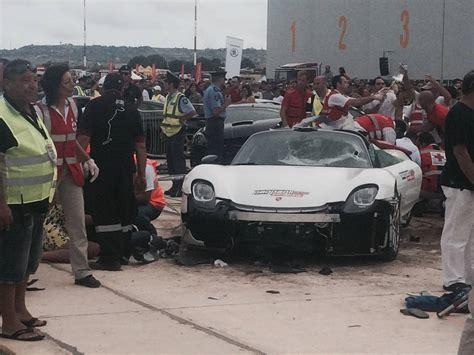 porsche 918 crash 26 people injured after porsche 918 crashed into