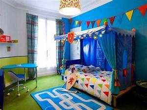 Chambre Enfant 2 Ans : une chambre d 39 enfant retrouve couleurs et rangements ~ Teatrodelosmanantiales.com Idées de Décoration